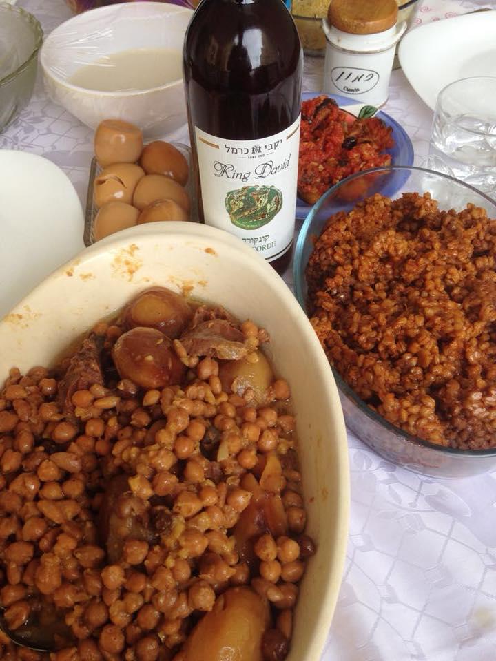 モロッコ系ユダヤ人のチョレント – 味付けは少し濃く、クミンをふりかけ食べる