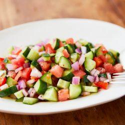 暑さで食欲がないときにもおすすめ!野菜たっぷりのイスラエリサラダの作り方・レシピ