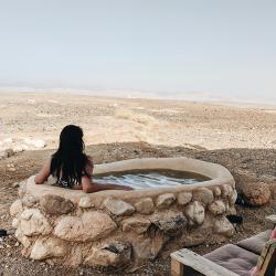 イスラエルの砂漠で過ごす特別なバケーション