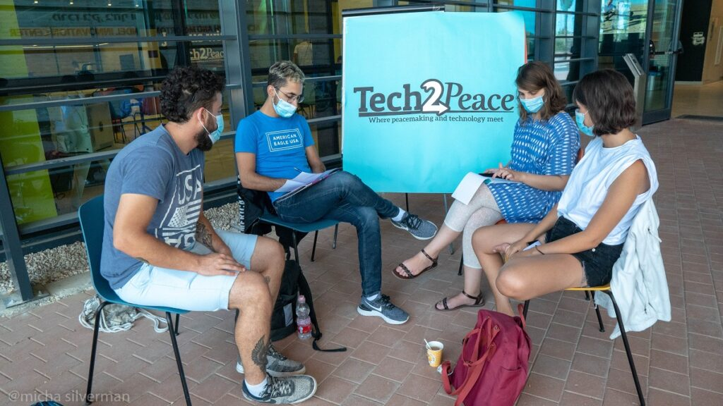 プロジェクトに参加するイスラエル人とパレスチナ人