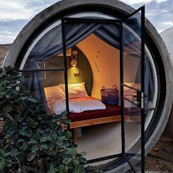 泊まってみたい!イスラエルの砂漠に位置するおしゃれなカプセルホテル