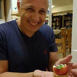24年間にわたり、食を通じて日本とイスラエルを結びつけた大使館職員