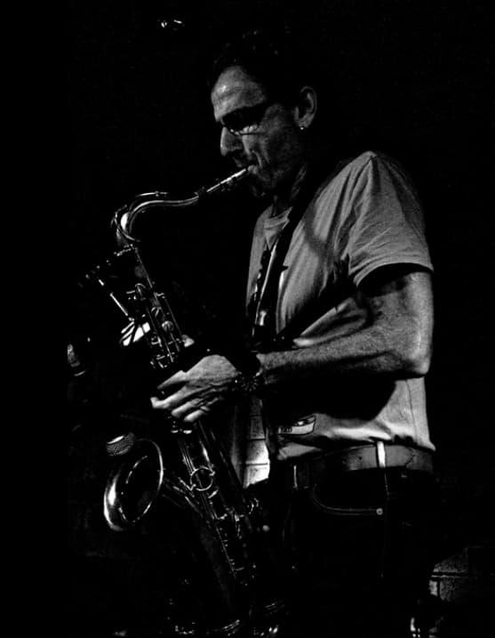 イスラエルジャズアーティスト、アルベルト・べーガーの演奏写真