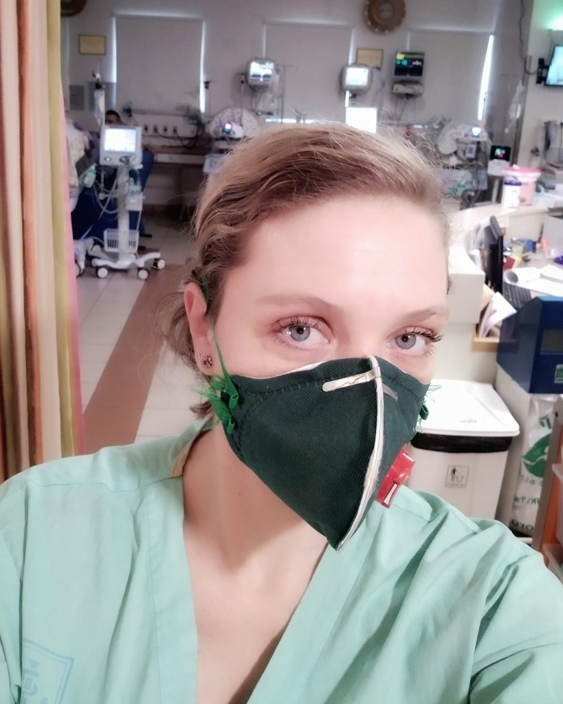 Sveta氏は現在もICU(集中治療室)専門の看護師として働いている。コロナ禍で石鹸作りをする時間がなかったが、彼女のSNSには1,000件以上のファンからの応援コメントが寄せられた。