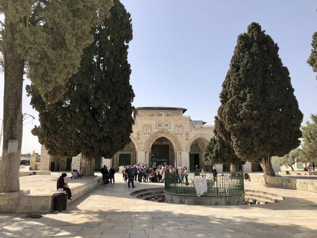 アル=アクサー・モスクと礼拝前に体を清める水場