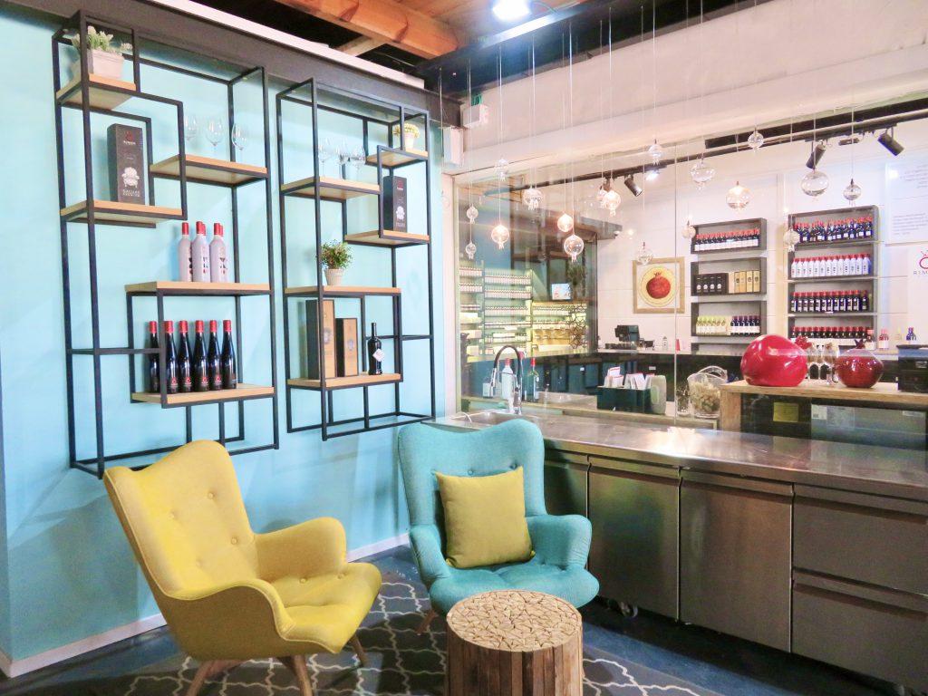 ワインティスティングだけではなく、お洒落なカフェスペースも気に入りました。インテリア一つ一つにこだわりを感じます。
