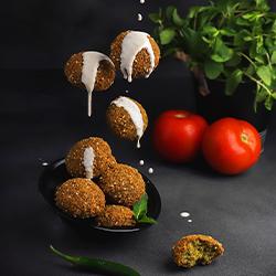中東ひよこ豆コロッケ「ファラフェル」とは?都内でファラフェルが食べられるお店も紹介