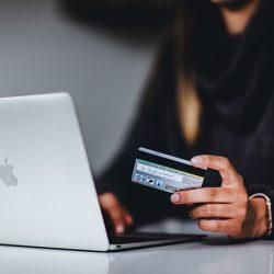 オンラインで家族や友人と相談しながら買い物ができる「Social Shopping」