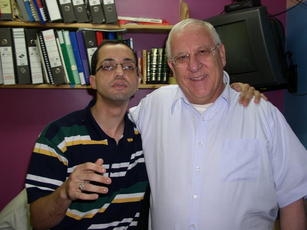 ヨシとリブリン大統領(写真提供:シャルヴァ)
