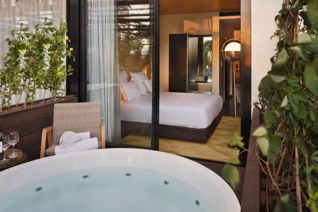 イスラエル、テルアビブに位置するライトハウスホテルの部屋