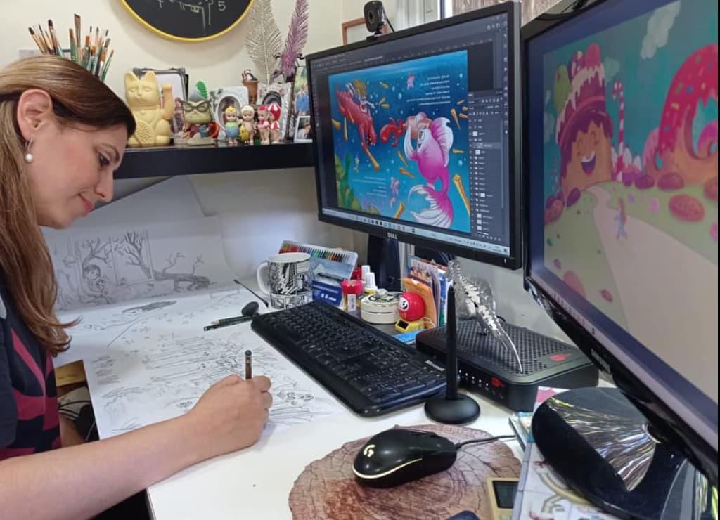 スタジオでイラストを描くシルリー・ワイスマン