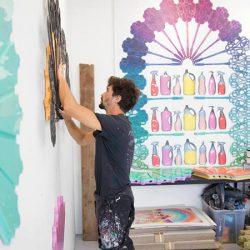 日用品をアート作品へ。アーティスト、アヴィヴ・グリンバーグ氏のスタジオを訪ねて